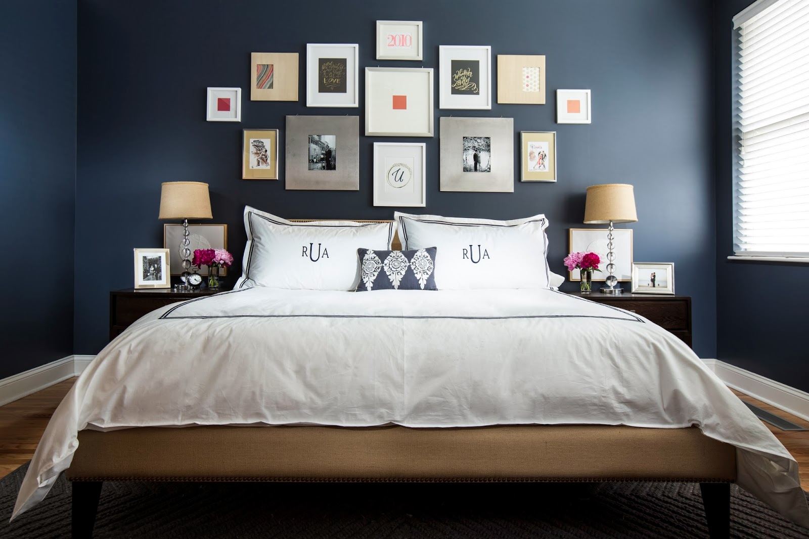 Bedroom design ideas for women blue - Dark Blue Bedroom Design Decor Ideas With Photo Frame Decoration