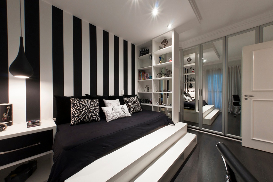 Black and white bedroom interior design ideas for Striped wallpaper bedroom designs