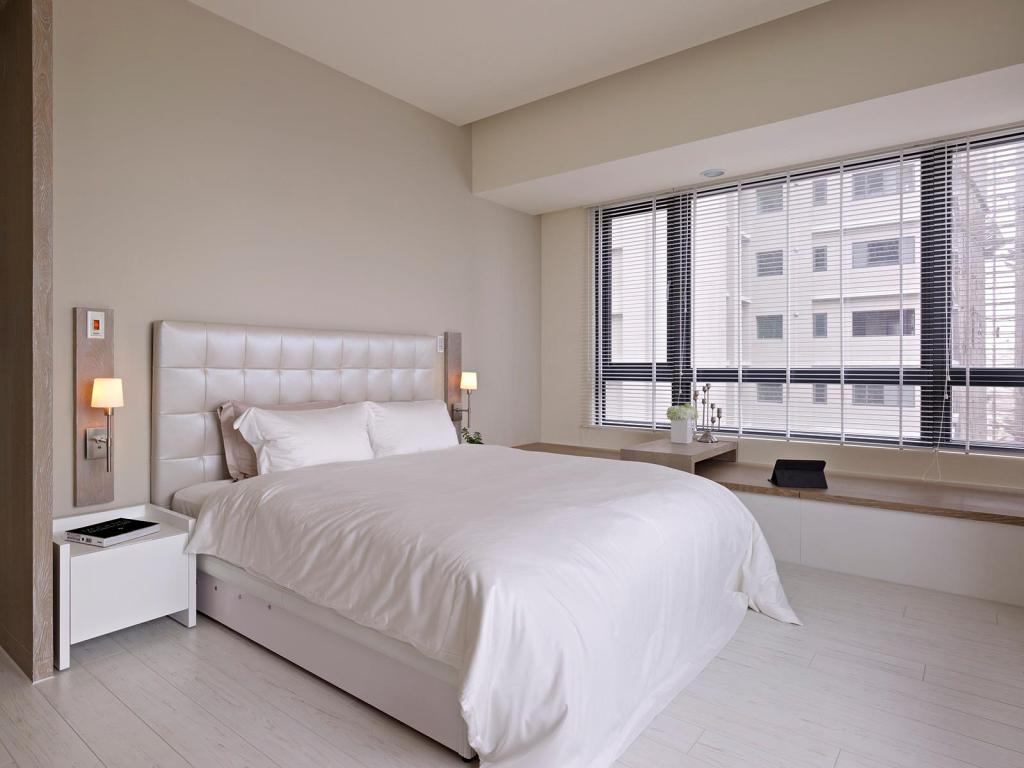 White Bedroom Decor With Color Accents