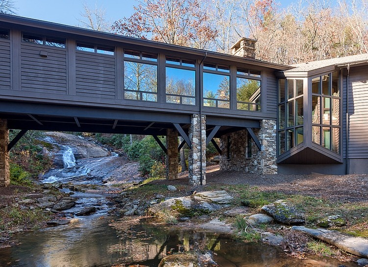 Beautiful bridge house in north carolina by platt architecture for Building a house in nc