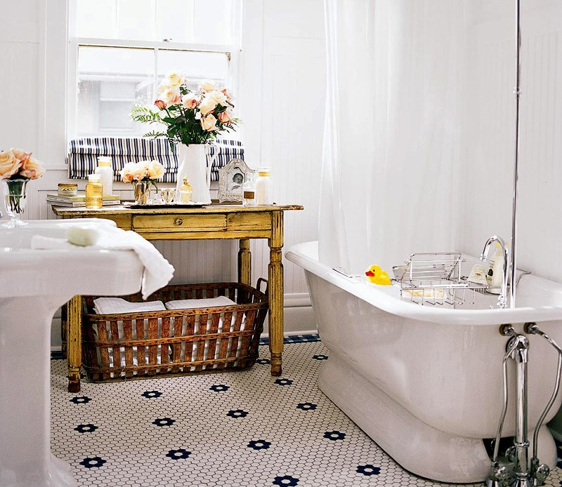 Vintage Style Bathroom Decorating Ideas & Tips