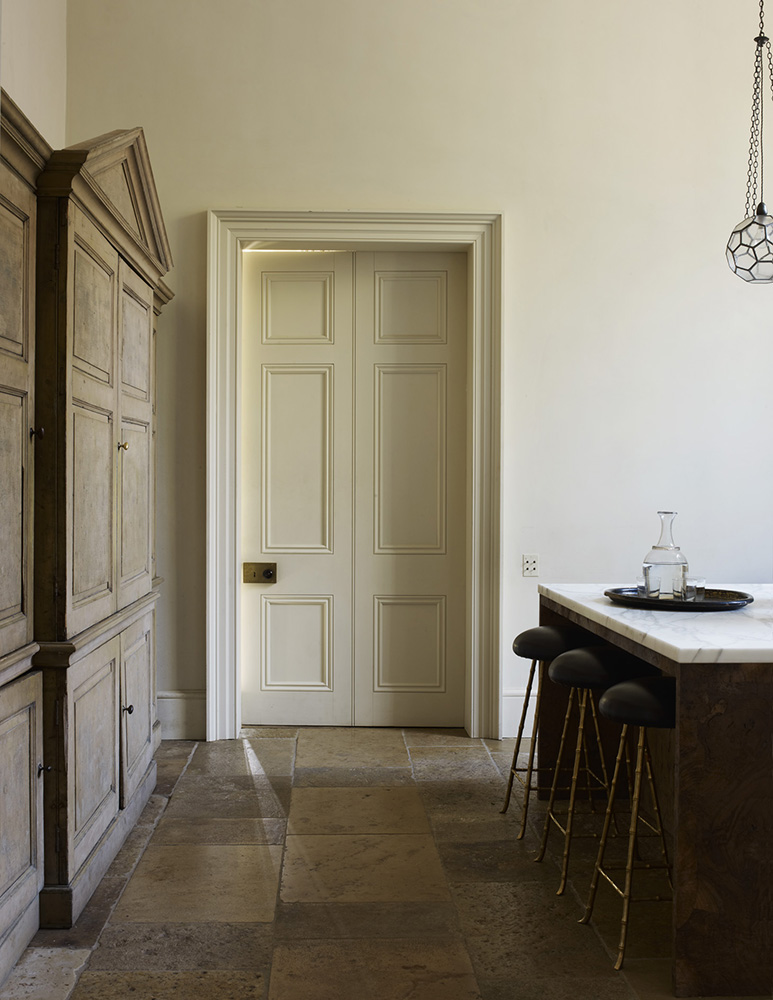 Classic minimalist interior design home of rose uniacke for Minimalist house london