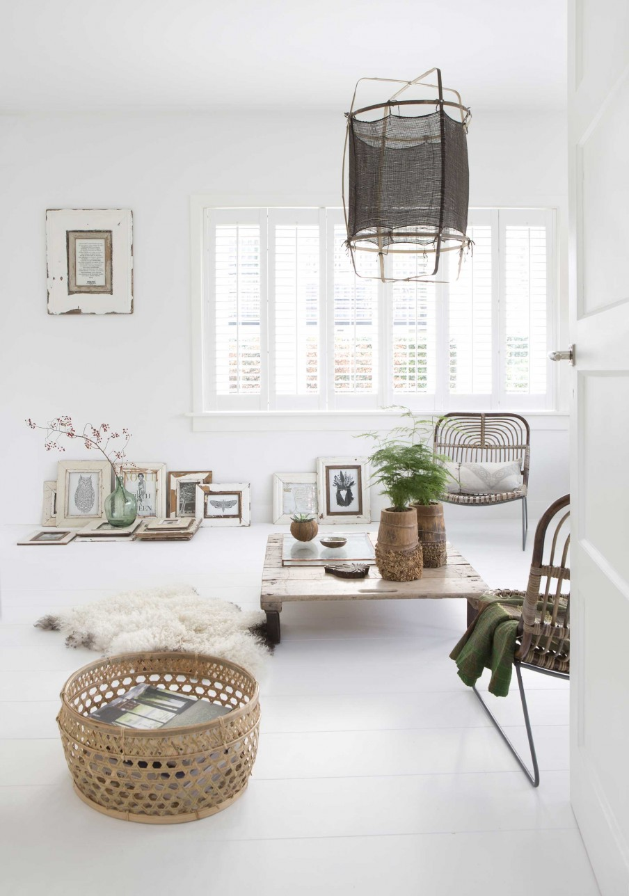 Nordic decor with vintage touch home of elisabeth borger for Table salon style scandinave