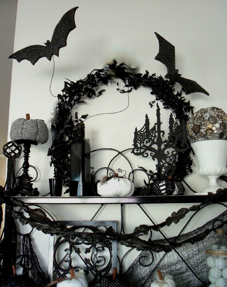 classic black and white halloween decoration bedroom theme