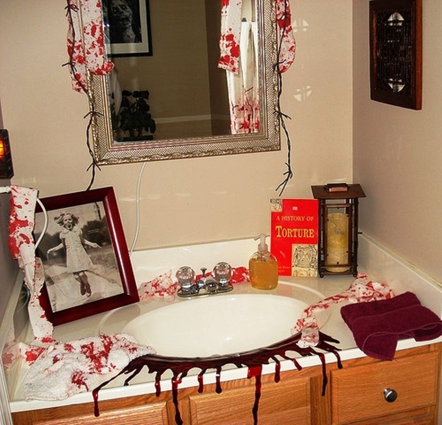 halloween decorations bathroom to scare away your guests. Black Bedroom Furniture Sets. Home Design Ideas