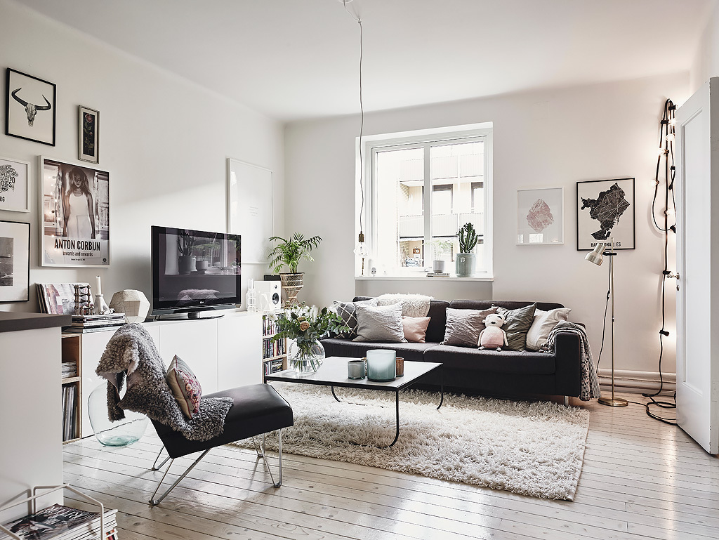 Scandinavian interior apartment with mix of gray tones - Woonkamer deco ...