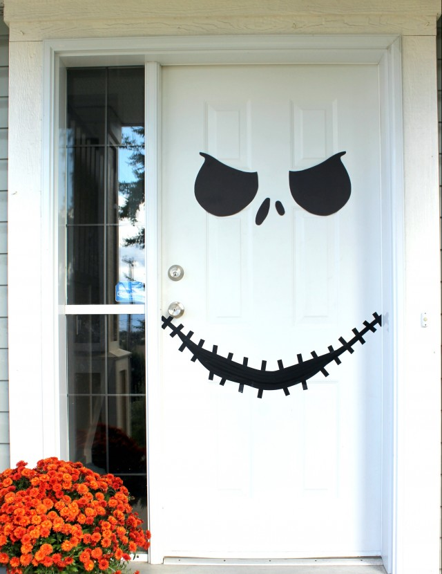 31 ideas halloween decorations door for warm welcome. Black Bedroom Furniture Sets. Home Design Ideas