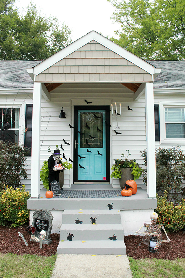 Cute Halloween Front Porch Decorations To Greet Your Guests