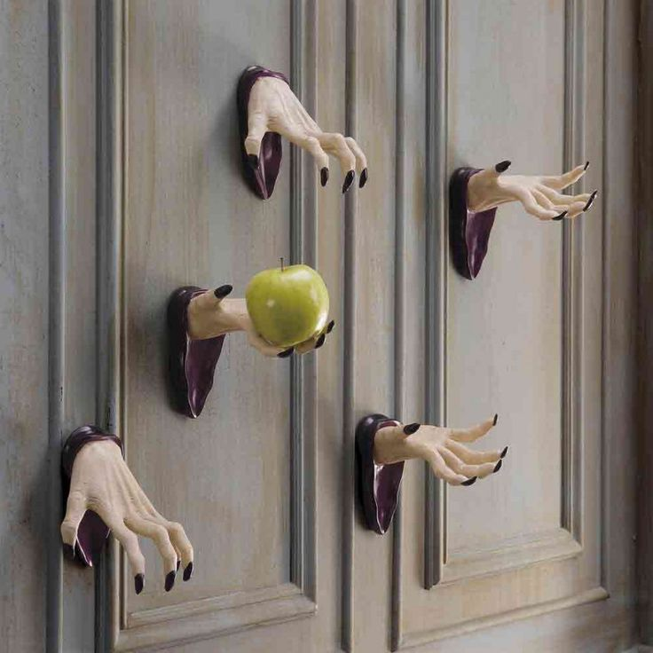 31 ideas halloween decorations door for warm welcome - Decoration maison halloween ...