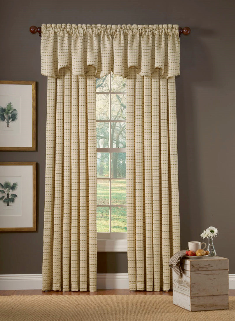 4 tips to decorate beautiful window curtains interior design for Window valances for bedroom