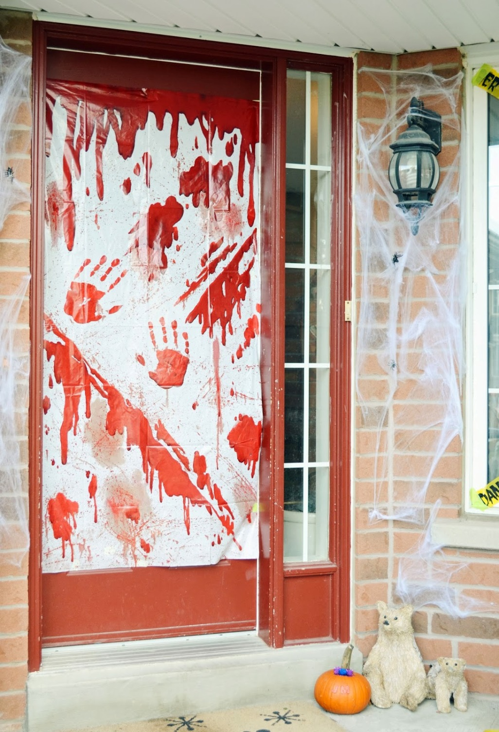 bloody halloween decorations door - Bloody Halloween Decorations