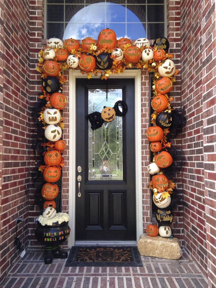 31 ideas halloween decorations door for warm welcome for Decorating sites