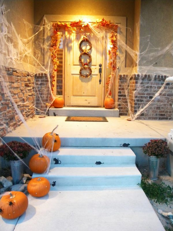 Decorating Ideas > 31 Ideas Halloween Decorations Door For Warm Welcome ~ 023923_Halloween Decorating Ideas Porch