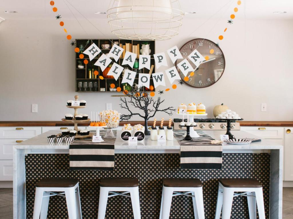 happy halloween decorations dining table
