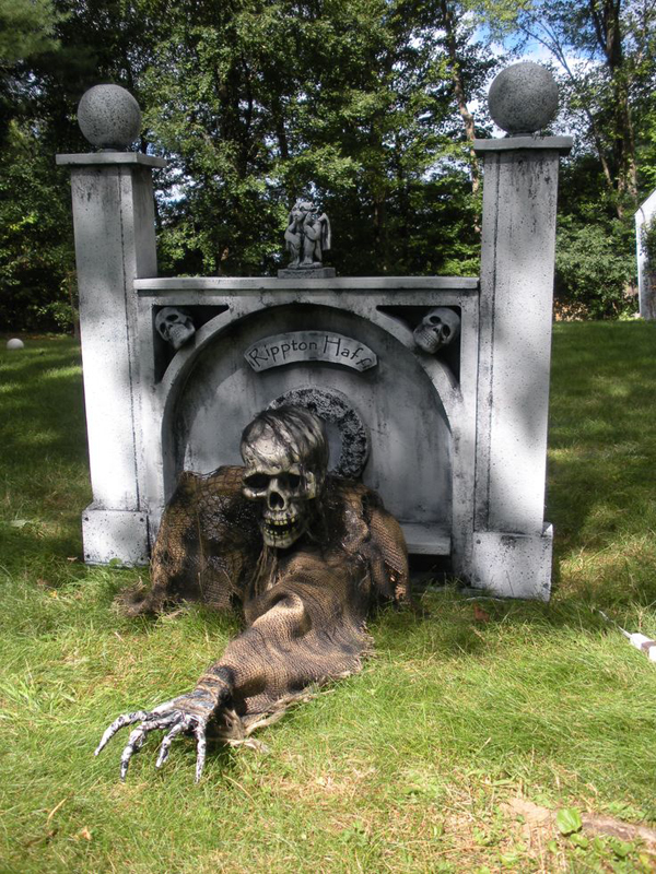 outdoor zombie halloween ideas - Outdoor Halloween Ideas