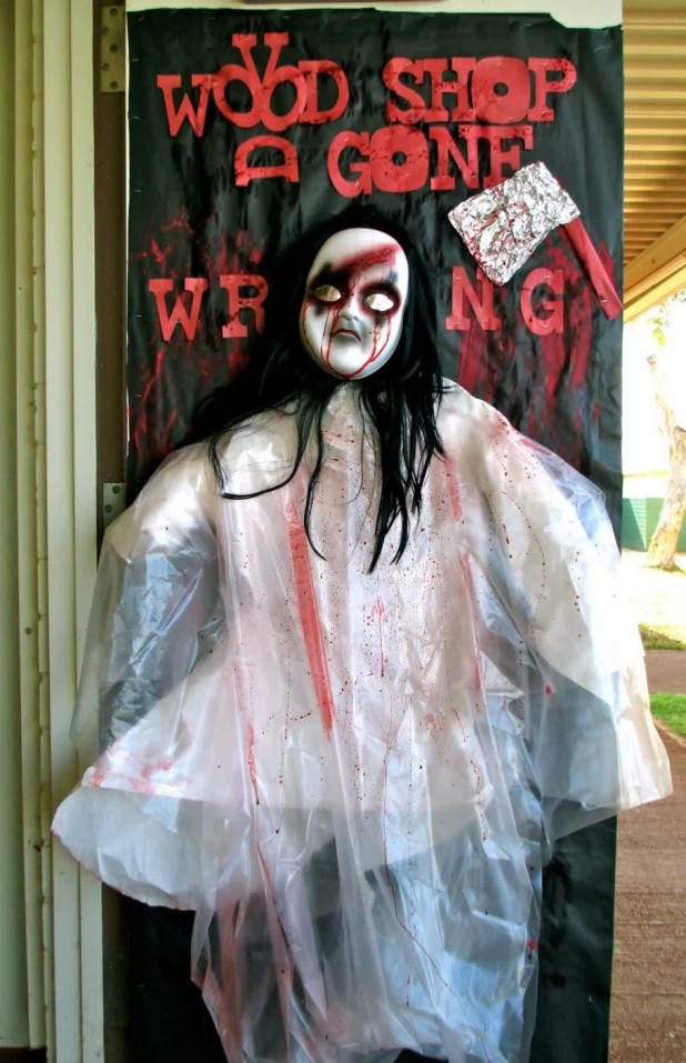 scary spooky voodoo doll halloween door decoration ideas