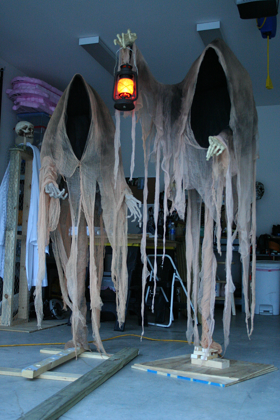 Scary halloween decorations ideas - Cloaked Ghosts Halloween Yard Decoration