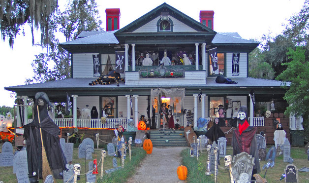 Scary House Outdoor Halloween Decorations