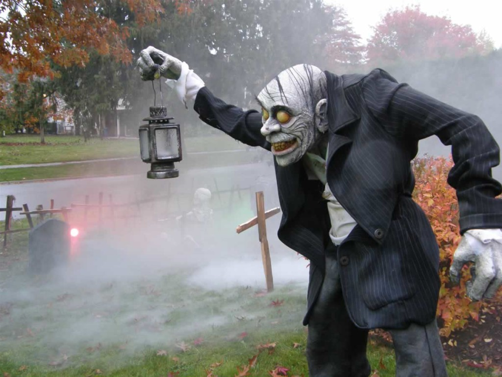 33 Best Scary Halloween Decorations Ideas &amp Pictures - Horror Props