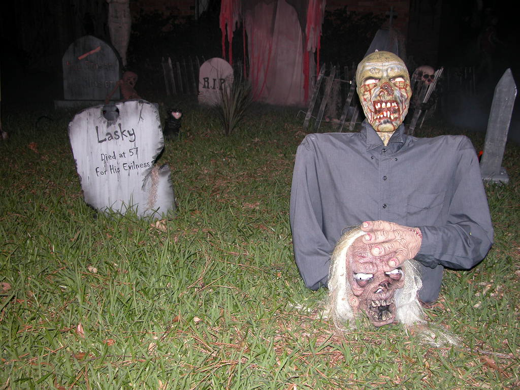 halloween dead body corpse - Halloween Yard Decoration Ideas
