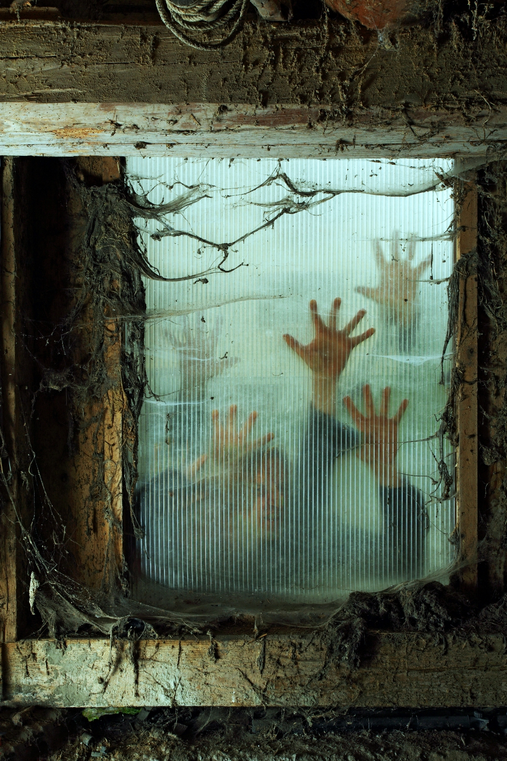 Scary halloween house decorations - Halloween Window Decoration Ideas Zombies Outside A Window
