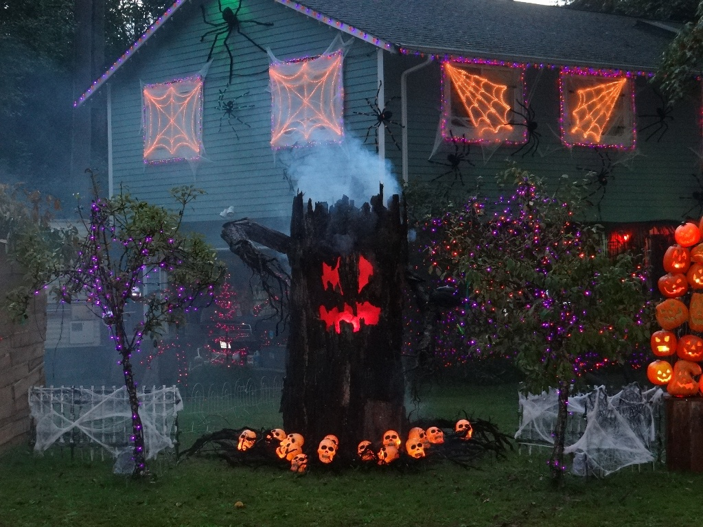 homemade outdoor halloween exteriors