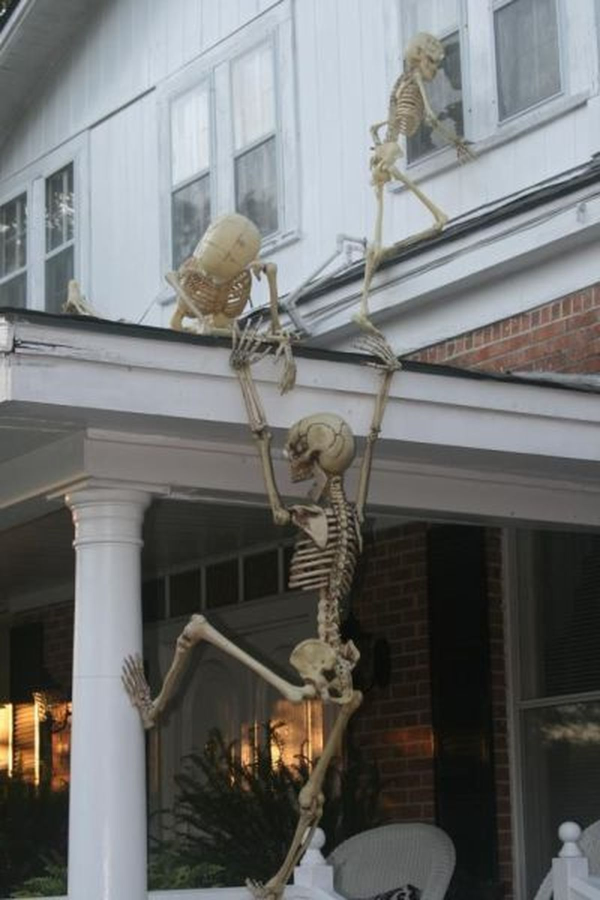 Indoor outdoor halloween skeleton decorations ideas for Odd decorations for home