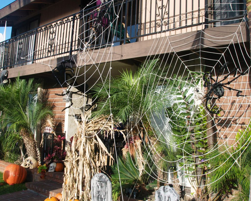 yard halloween decor ideas black spiders yard halloween decorations - Great Halloween Decoration Ideas