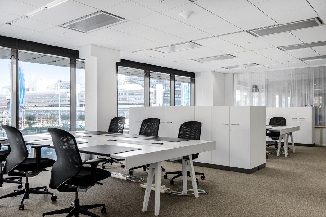 10 must things to know about office furniture before you buy for Contemporary office interiors