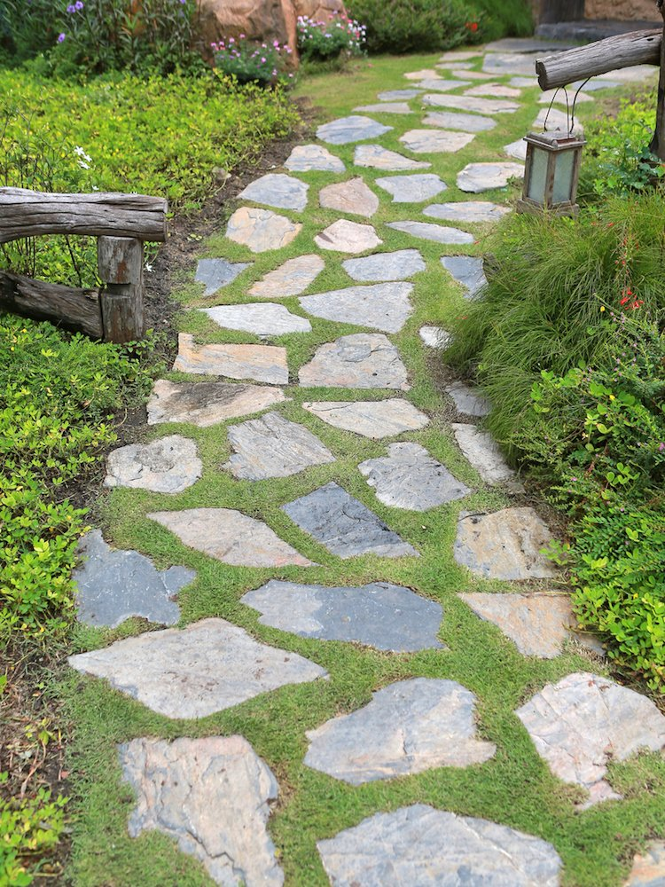 Easy and Effective Ideas to Revamp Your Garden Space ... on Backyard Pathway Ideas id=85031