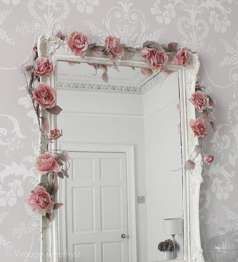 Romantic Mirror Decoration