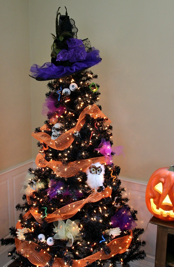 Decorating Christmas Trees For Halloween.24 Indoor Outdoor Tree Halloween Decorations Ideas