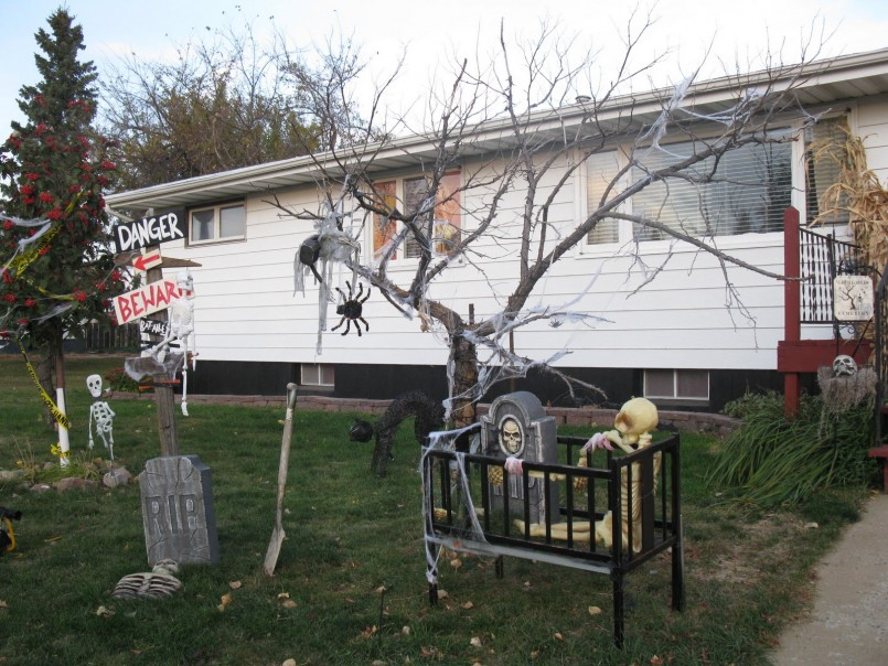 scary spider web tree outdoor halloween decorations