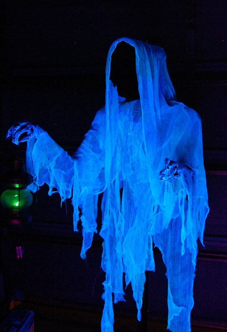 Cloaked Halloween ghost decor ideas