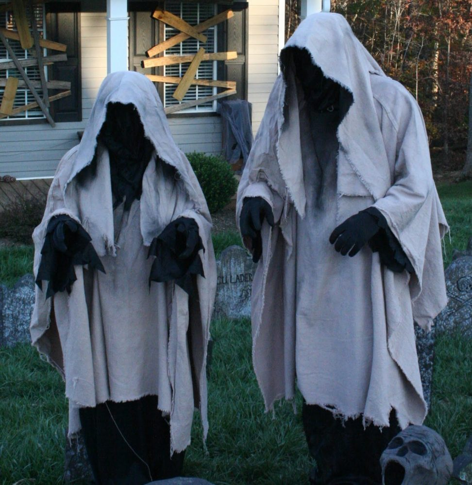 ghosts halloween yard decorations