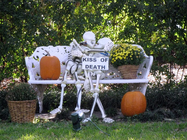halloween wedding decorations skeletons kiss of death