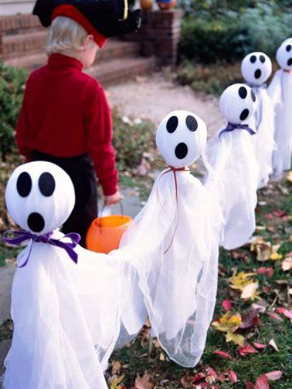 outdoor ghost halloween decor ideas