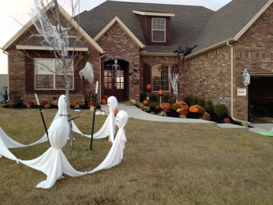 simple halloween garden decor ghost spider web