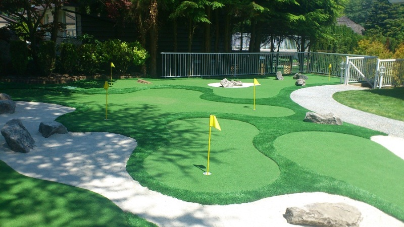 Is decorating a mini golf course expensive