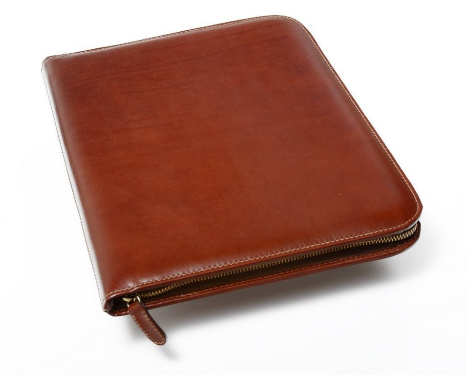 What features to look for when buying a Leather Portfolio