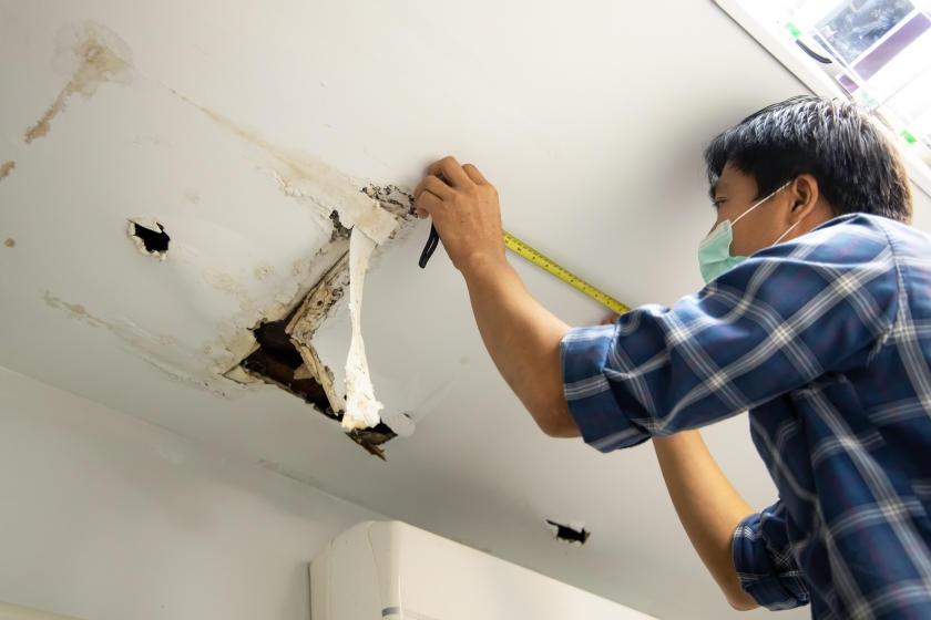 Ceiling Needs Water Damage Restoration2
